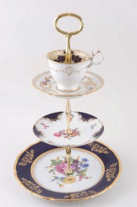 Rich Bouquets vintag cake stand