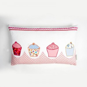 CR-cupcakes-cushion