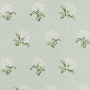 Delicate traditional floral wallpaper