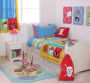 Boy's pirate room decorating idea