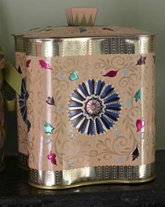 Metal kitchen storage tin