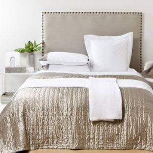 Create a cosy and glam bedroom