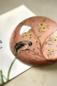 Vintage bird birdie paperweight