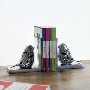 Bird bookends for tidy book storage