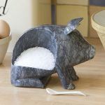 Stylish salt storage: Marble salt piggy
