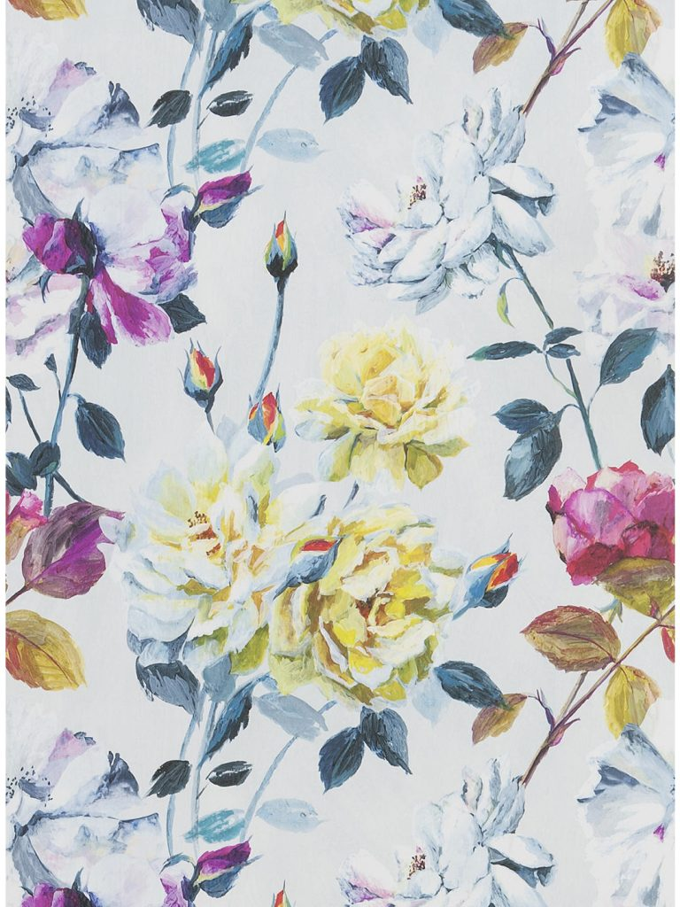 Envelop your interior in a garden of roses, with this luxury vintage rose wallpaper
