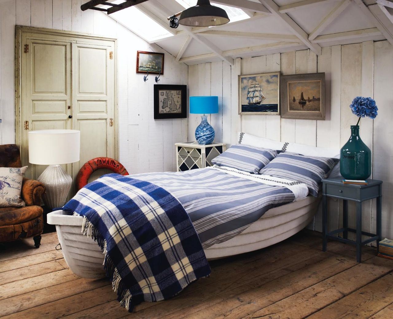 How to create a coastal style bedroom cosy home blog for Nautical interior designs