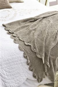 Cosy crochet throw for chilly nights
