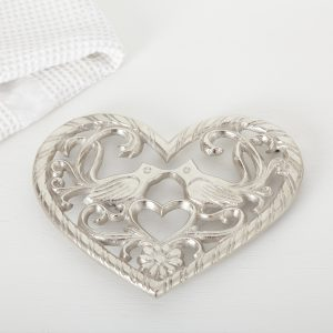 Cosy home kitchen: Silver bird trivet
