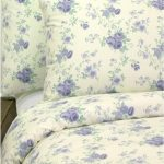Cosy home bedroom: Blue floral duvet set