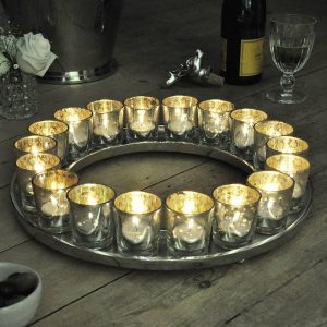 Cosy lighting: Antique silver tealight candle ring