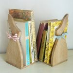 Oak wood bunny rabbit design bookends