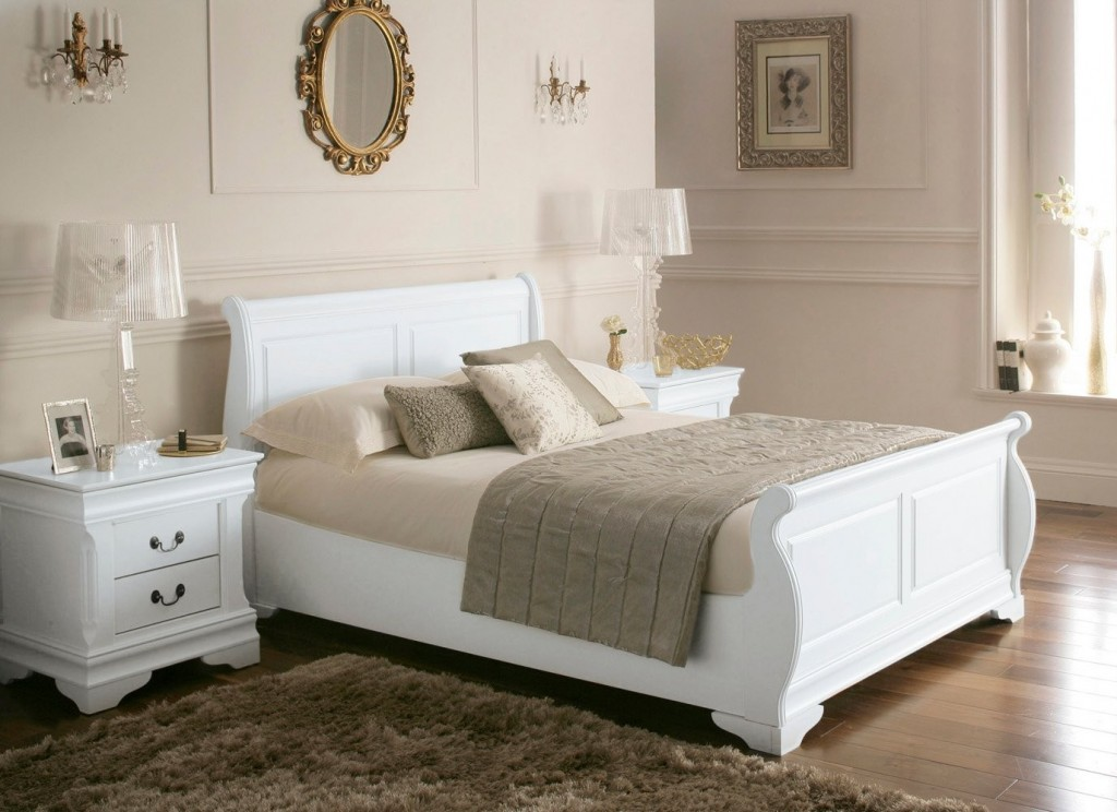 Cosy luxury sleigh bed