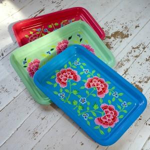 Hardwearing traditional enamel tray