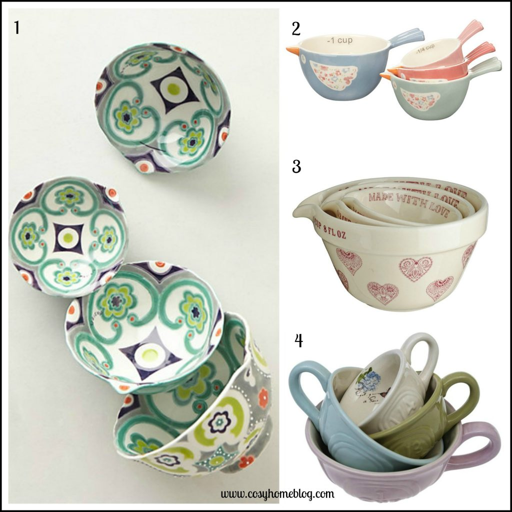 Cosy home baking accessories: Decorative measuring cups
