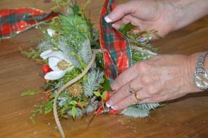 How to make a festive Christmas door decoration