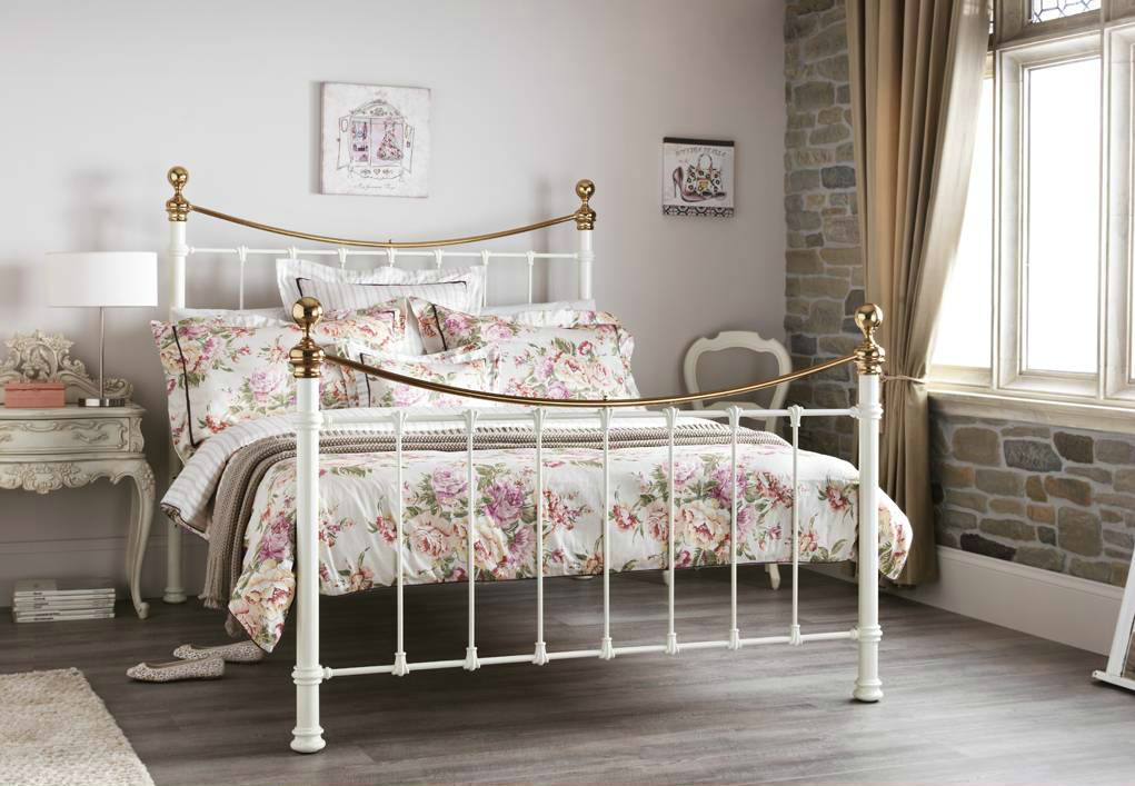 Shabby chic style bed