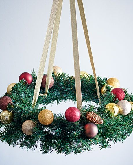 How to make a Christmas wreath hanging chandelier