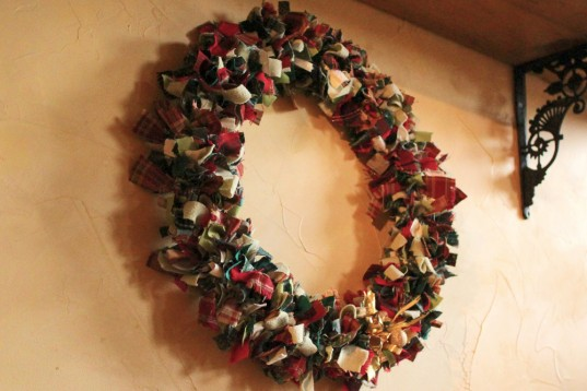 Make your own Christmas wreath from fabric scraps - quick, easy and fun to do.