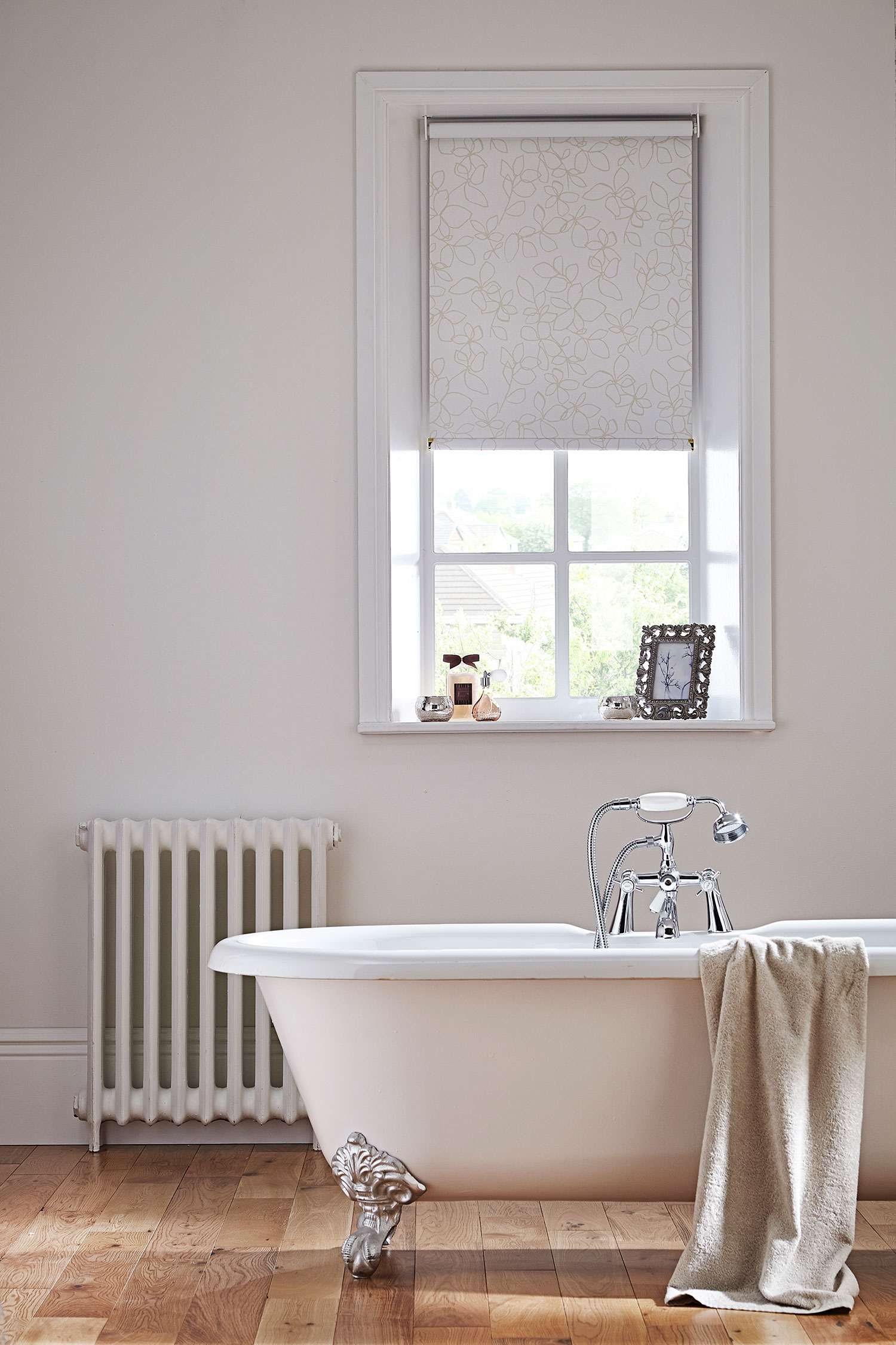 Tricks And Tips To Make A Small Bathroom Seem Larger