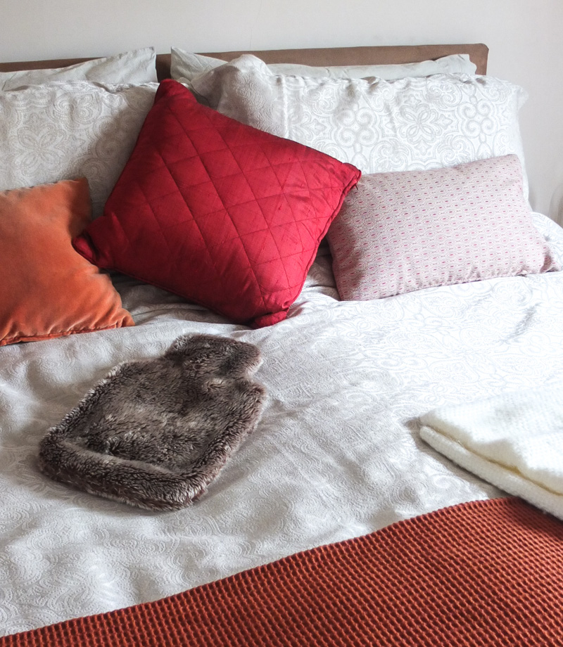 How to style a super cosy and stylish bedroom by Cosy Home Blog