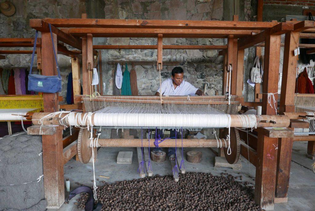Making a Zapotec rug in Mexixo