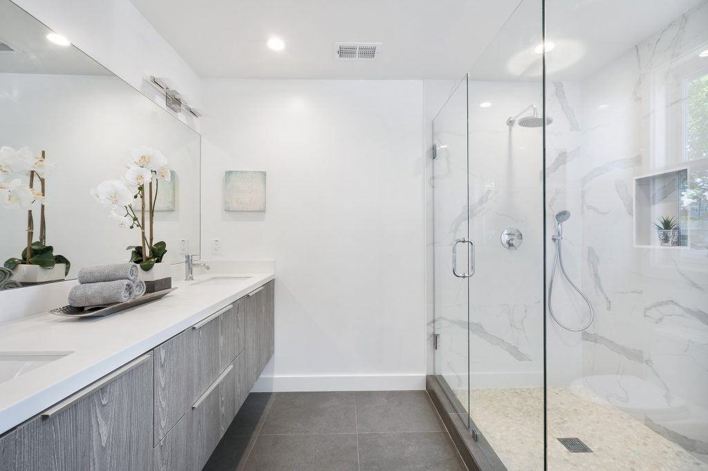 Spa bathroom: luxury shower features you need in your home