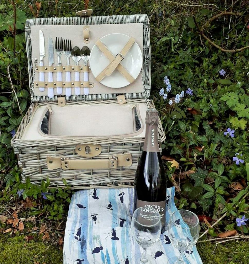 A lovely vintage style wicker picnic hamper for two