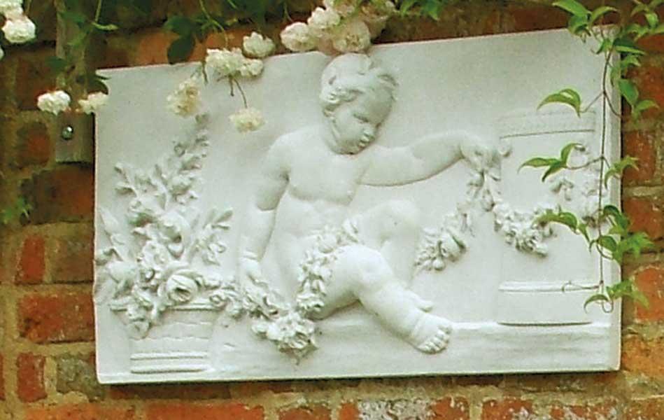 Classical style garden wall art idea