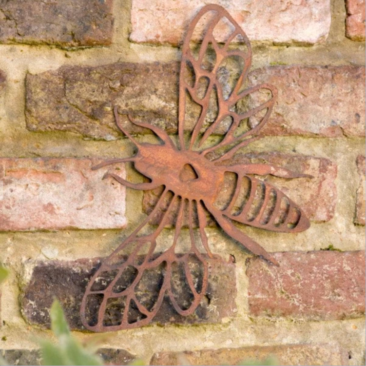 Rustic metal bee garden wall art idea