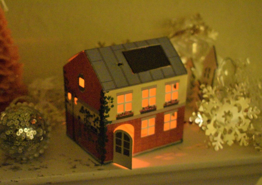 Cute little self-assembly house that lights up - an unusual gift from Litogami